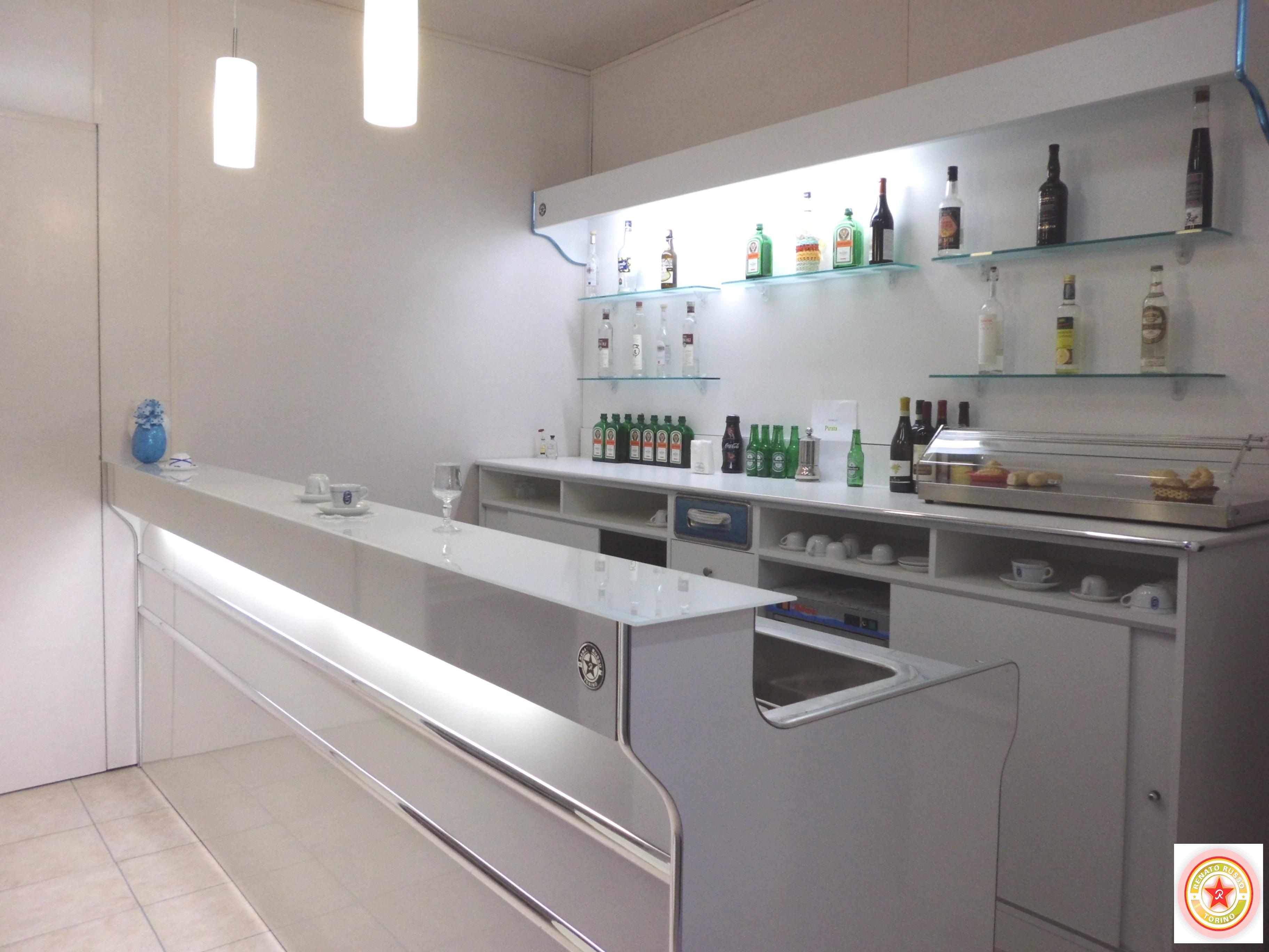 Produttori di banchi bar arredamenti per bar banconi bar for Arredamenti per bar